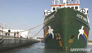 El barco MY Arctic Sunrise de Greenpeace en el puerto de Valencia