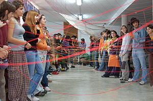 Jóvenes en Acción haciendo una dinámica de grupo