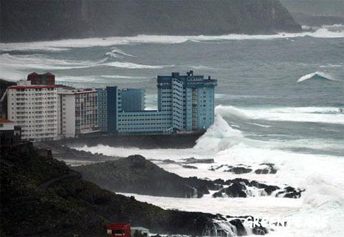 Monstruo de Cemento en la Costa lugar. Tacoronte, Islas Canarias | Autor: Valentina Delzotto