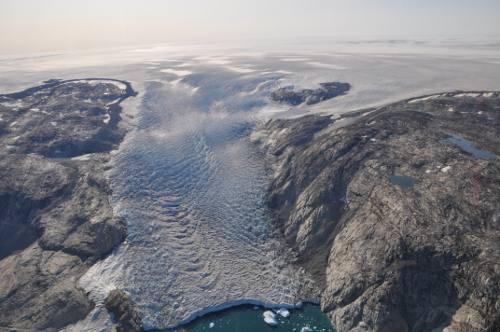 El glaciar Helheim de Groelandia visto desde el aire.