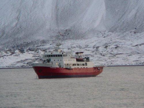 Buque de la autoridad que aparece en la acción de Greenpeace en el Ártico /J.L de Uralde